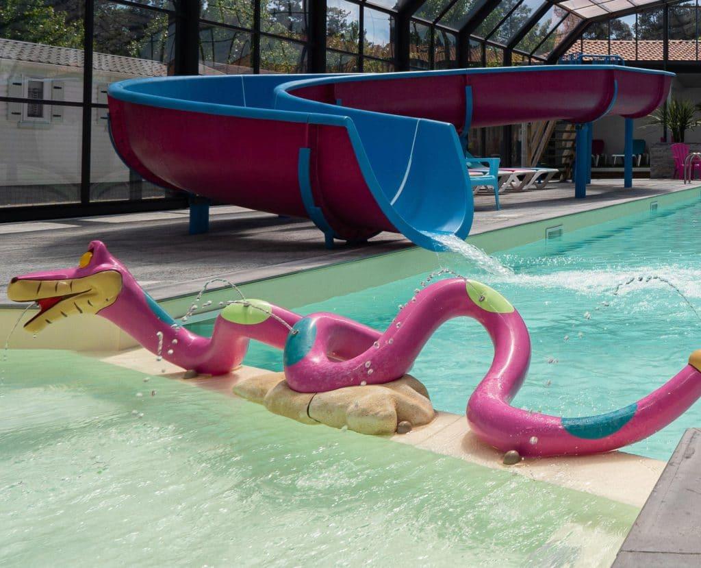 pataugeoire jeux toboggan piscine camping